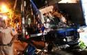 Hiện trường đáng sợ xe container húc xe chở rác lao vào nhà dân
