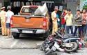 Ảnh: Xe bán tải càn quét, cuốn nhiều người và xe vào gầm ở Sài Gòn