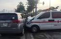 TPHCM: Kinh hoàng xe cứu thương tông ô tô không nhường đường