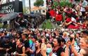 Hàng nghìn người trắng đêm, đội nắng chờ khai trương H&M