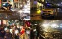 TP.HCM: Mưa lớn khủng khiếp, đường phố nước cuồn cuộn như sông