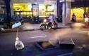 Hố ga nổ văng nắp, bốc khói nghi ngút giữa phố Sài Gòn