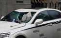 TP.HCM: Cần cẩu đập trúng ngân hàng khiến xe sang Lexus, BMW hỏng nặng