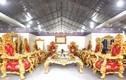 Choáng ngợp bàn ghế dát vàng 2 tỷ phục vụ đại gia Việt