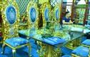 Hoa mắt với bộ bàn ăn dát vàng giá gần nửa tỷ