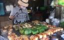 Nướng chuối bán trong hẻm, hốt gọn 15 triệu mỗi ngày