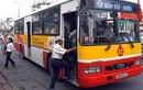 Thêm một phụ xe buýt bị khách hành hung