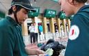 Phí ATM: Thu sai phải trả lại