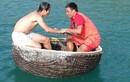 Chết cười Công Vinh bơi thuyền thúng