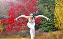Vẻ đẹp hút hồn của thiếu nữ tập yoga trong công viên
