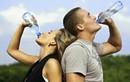 Bụng phình, người nôn nao khi uống nhiều nước