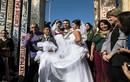 """Kỳ lạ đám cưới ngay giữa """"bức tường"""" của Tổng thống Trump"""
