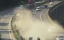 Màn thoát nạn không tưởng của tài xế trên xe bị nghiền nát