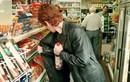 Video: Mẹ dẫn 7 con vào siêu thị ngang nhiên trộm đồ