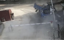 Video: Kinh hoàng khoảnh khắc xe tải lao vun vút, húc nát phòng bảo vệ
