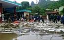 Cận cảnh cứu cây xăng bị rò rỉ trong mưa lũ ở Quảng Ninh