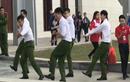 Nhóm nam sinh cảnh sát nhảy điêu luyện trên nền nhạc sôi động