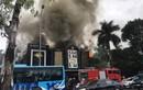 Đang cháy dữ dội quán Karaoke ở Linh Đàm