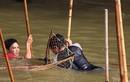 Video: Cả làng kéo nhau ra sông đánh dậm vui nhộn ở Hà Nội