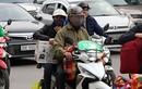 Hàng vạn người đổ về Hà Nội, TPHCM ngày mùng 5 Tết, ùn tắc nhiều nơi
