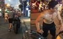 Ảnh đời thường của hot boy dắt xe bị chụp lén trên phố