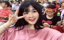 """""""Hot girl áo hồng"""" ở Mỹ Đình được khen xinh hơn hoa hậu"""