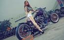 """Môtô Harley-Davidson khủng đọ dáng """"chân dài đến nách"""""""