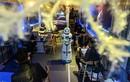 Cận cảnh những con robot bồi bàn khiến khách hàng kinh ngạc