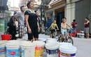 Cảnh người Hà Nội đổ xô đi xách nước vì... mất nước