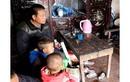 """Vợ mất khi mang thai, """"gà trống"""" Hưng Yên gồng mình nuôi 8 con thơ"""