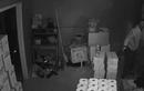 Video: Cô gái lao ra khỏi giường, bắn hạ 3 tên trộm giữa đêm