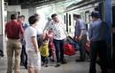 Yêu thương trên chuyến tàu Tết xập xình