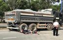 Tông vào xe tải chở đá, hai thanh niên tử vong tại chỗ