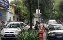 Hàng loạt ôtô biển xanh bị xử phạt ở trung tâm Sài Gòn
