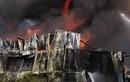 Cháy dữ dội kho vải hàng nghìn m2 ở TP.HCM