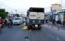 Đối đầu xe tải ở cửa ngõ Sài Gòn, 2người thương vong