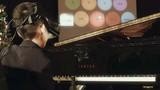 Khả năng chơi piano bằng... mắt của cậu bé khiếm thị
