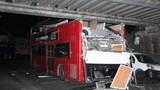 Hiện trường tai nạn xe buýt ở London, 26 người bị thương