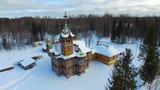 Chuyện lạ về tòa lâu đài gỗ giữa rừng ở Nga