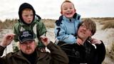 Hạnh phúc của một gia đình có con sinh đôi khác cha