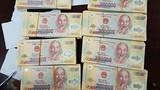 Cảnh sát mật phục bắt cặp đôi buôn 500 triệu tiền giả