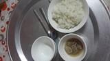 Bữa cơm ở cữ đạm bạc mẹ chồng nấu cho con dâu
