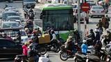 Ảnh: Buýt nhanh BRT bị xe máy chặn đầu khi chạy thử nghiệm