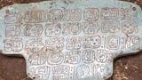 Phát hiện mặt dây chuyền ngọc bích quý hiếm của vua Maya