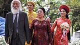 """Thiệp cưới năm 1961 của thầy Văn Như Cương """"gây sốt"""""""