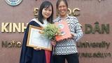 Bức ảnh mẹ nông dân trong ngày con gái tốt nghiệp sốt mạng