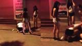 Phẫn nộ gái xinh bị đánh hội đồng giữa phố