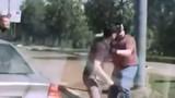 Thanh niên đi xe máy gây sự nhầm người