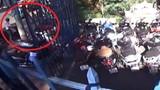 Trộm bẻ khóa xe máy, thản nhiên dắt bộ
