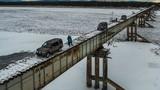 Đứng tim với cây cầu không thành lan can cực nguy hiểm
